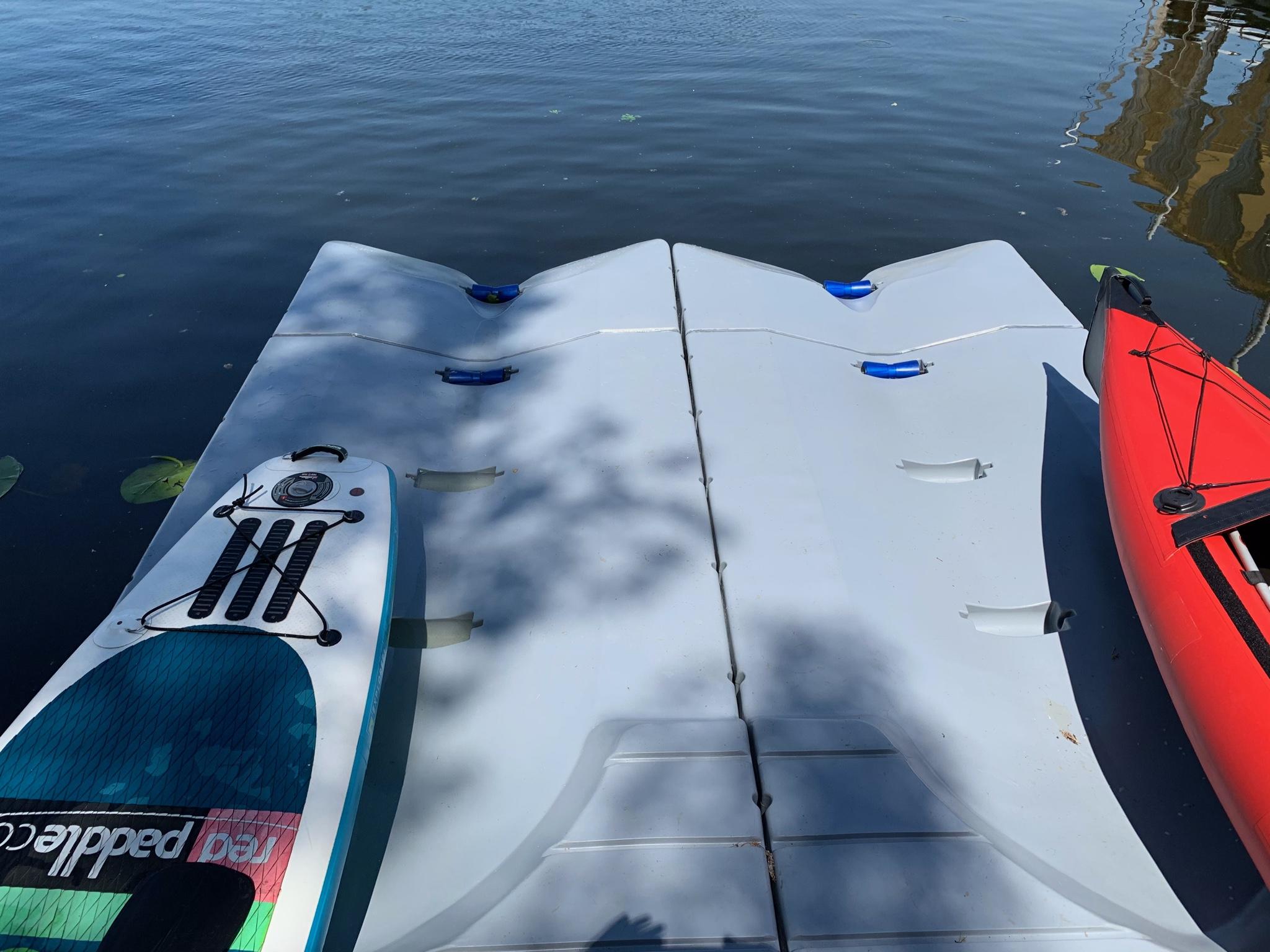 plastikowe miejsce do cumowania łodzi