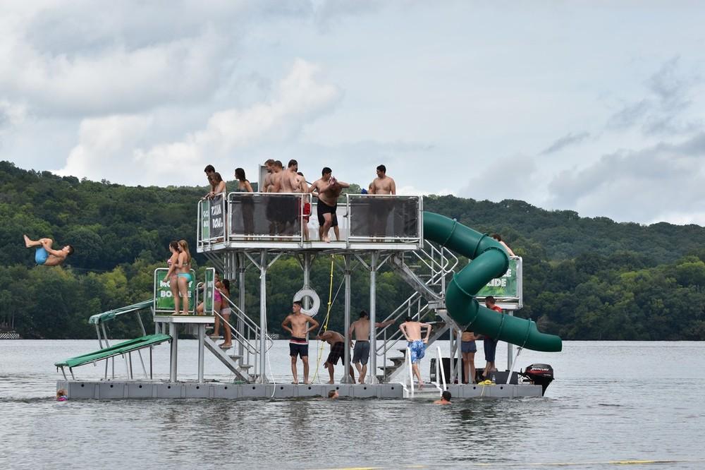Niestandardowa pływająca platforma